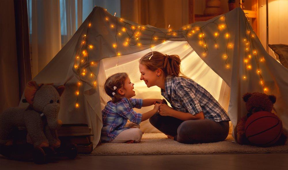 Een tent bouwen met kinderen