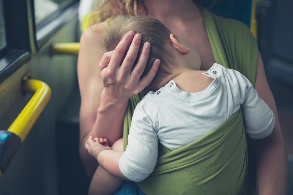 Borstvoeding geven in draagzak