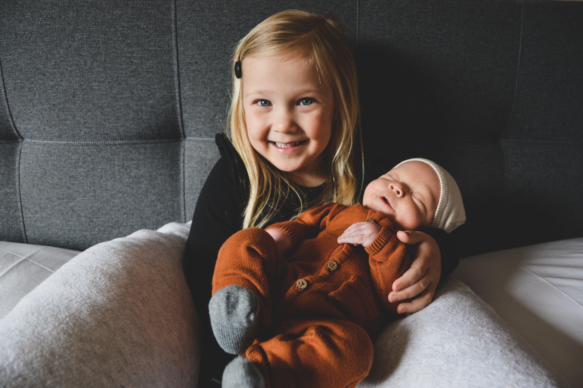 Grote zus Liz met broertje Raf